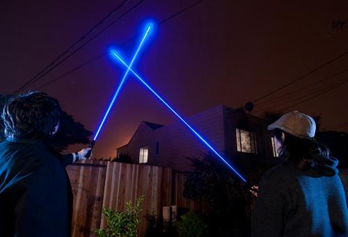Синий лазерный луч