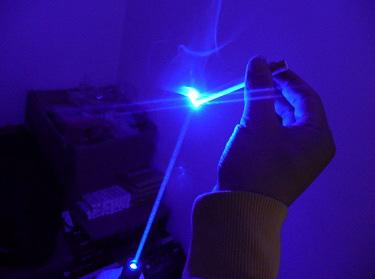 Луч синего лазера
